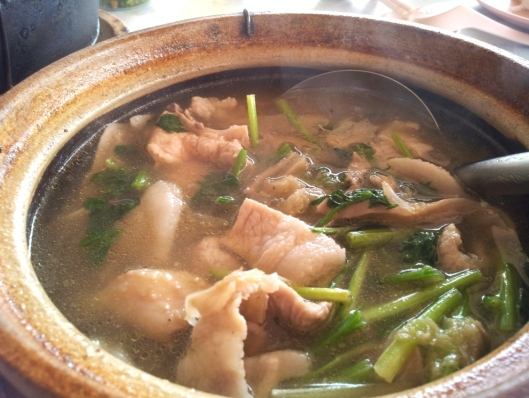 Claypot white pepper soup with pork and chicken